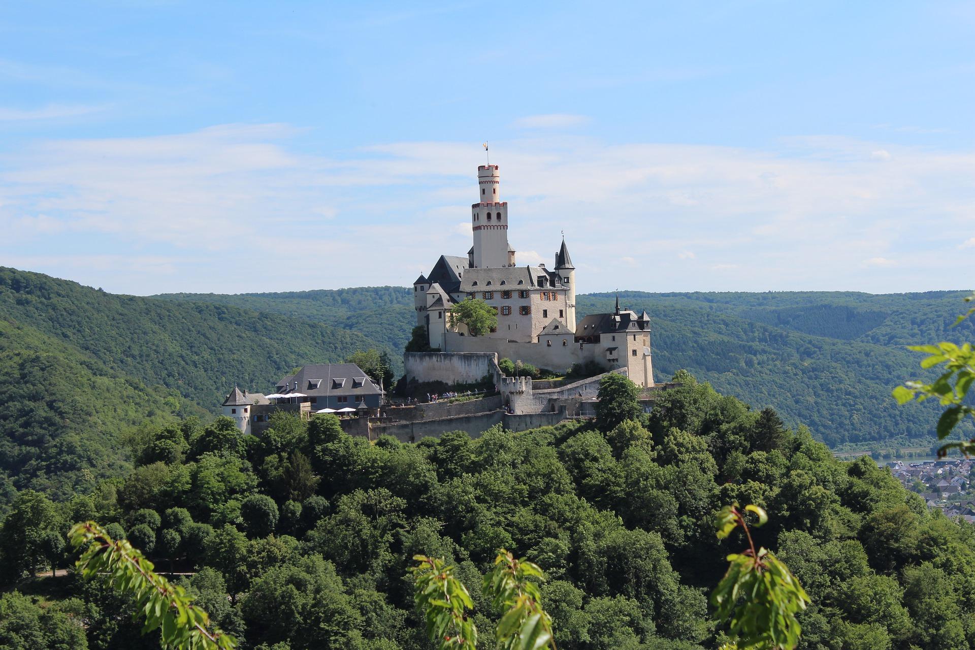 mark-castle-2156383_1920